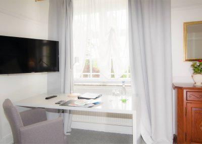 Hotelzimmer Schreibtisch
