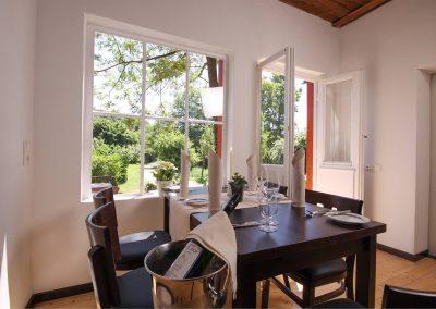 Tisch-Dippelshof-gartenhaus (1)