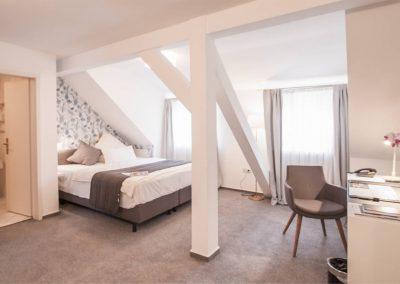 Hotel-Zimmer-schraege-balken2
